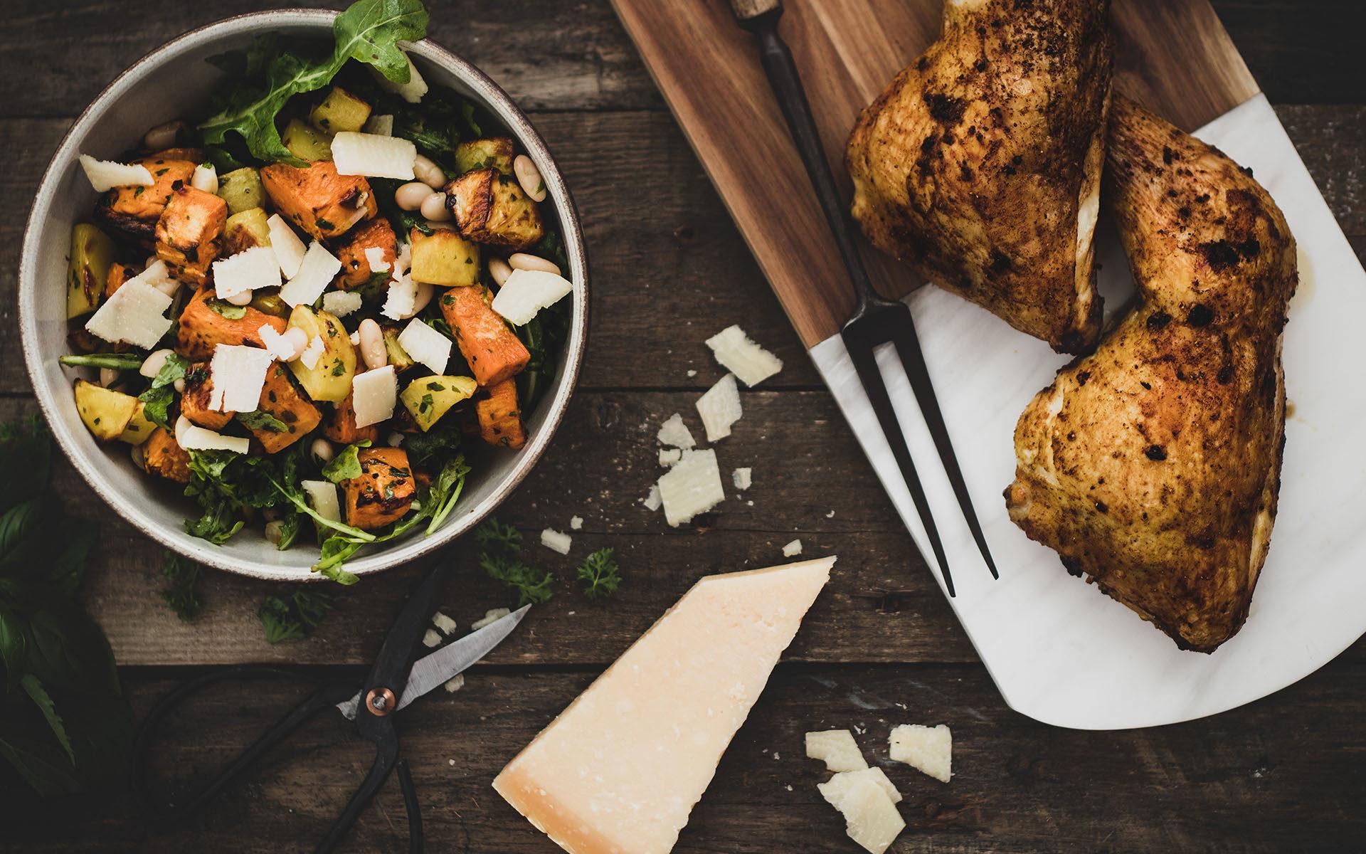 Kartoffelsalat mit Kräuterölund Brathähnchen